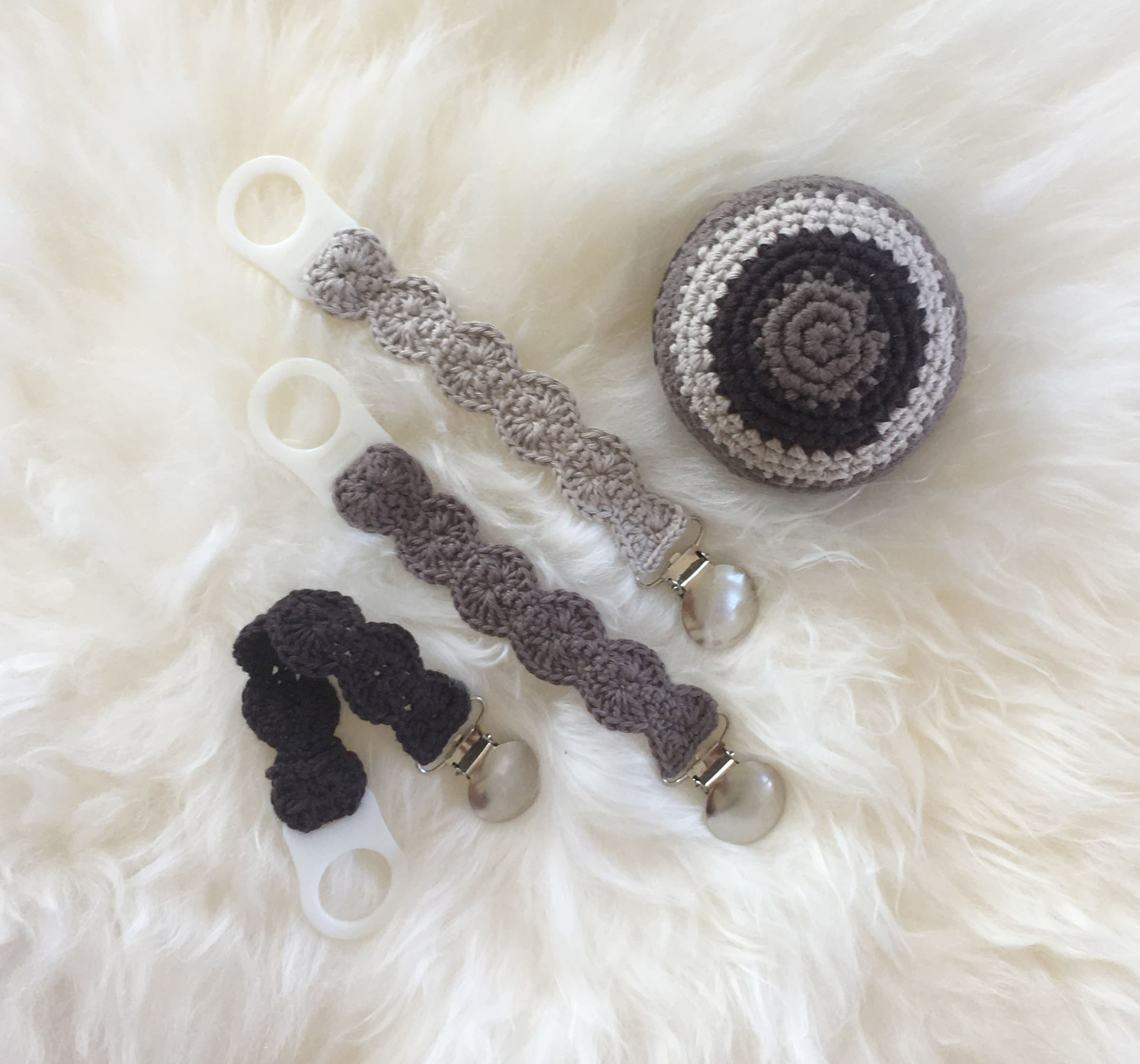 Dear Vera's pacifier chain with adapter