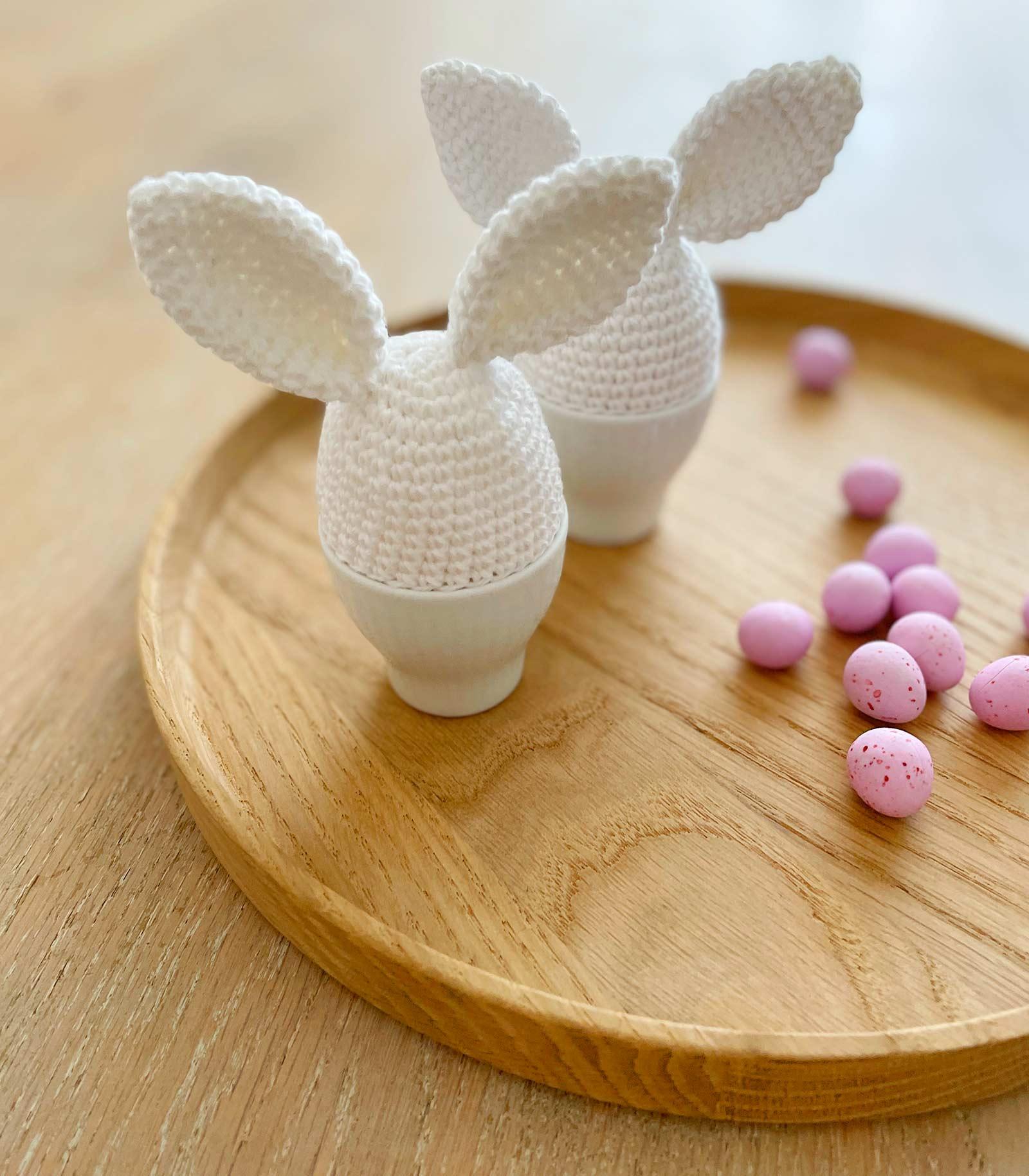 Ny gratis hækleopskrift: Den magiske påskekanin-æggevarmer
